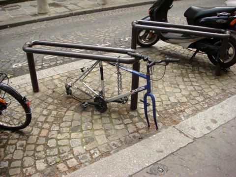 Велопарковка у Парижі
