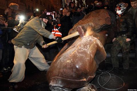 Повалення Леніна в Києві